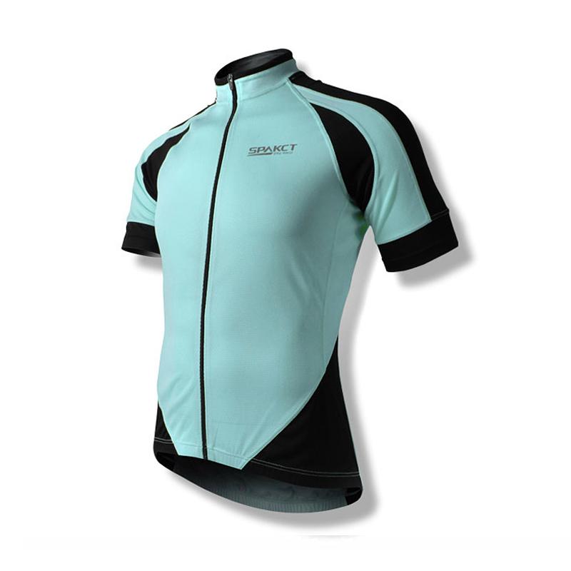 骑行服装最主要的功能是在骑行的过程中保护人体皮肤不受伤害。人在大自然中骑行,必须适应周围环境,骑行服便成为大家骑行运动的一种基本装备,是必不可少的骑行装备。人体对外界气候有 冷、热、痛等感觉和出汗等生理现象,自身虽可以根据环境气候变化进行一定的生理调节和防护,使人体保持较舒适的状态,但当气候发生剧烈变化时,必须依靠骑行服装加以辅助。骑行服装作为在 人体与环境之间的隔离物,可以保护身体抵御不理想的物理环境,维持基本生存的正常身体热环境,保护身体免受外界的风、电、化学品及微生物和有毒物质等的侵蚀和伤害。  骑